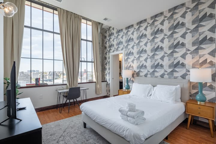 Sosuite | Exceptional 2BR Penthouse by Center City w. Discounted Parking