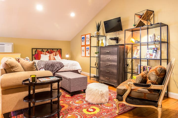 Perfect Downtown Studio Retreat