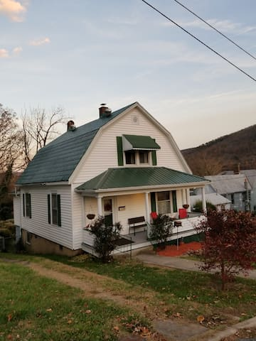 Cozy Cottage in Clifton Forge