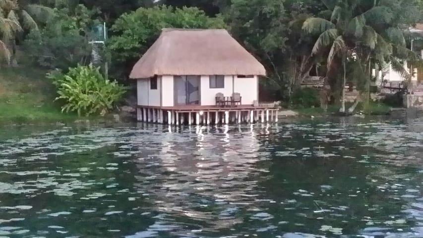 Hermosa cabaña sobre la laguna! - Bacalar - Byt