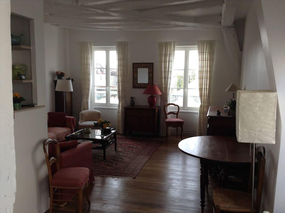 Appartement ancien de charme centre ville appartements for Appartement atypique saint germain en laye