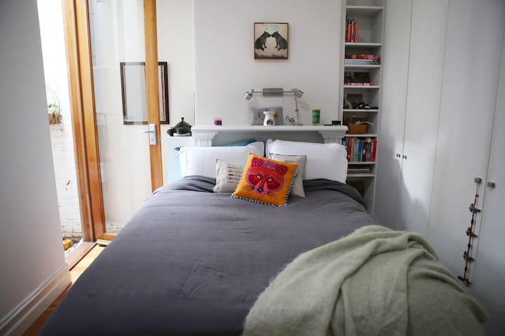 Bright two bedroom off Lygon - Carlton - House