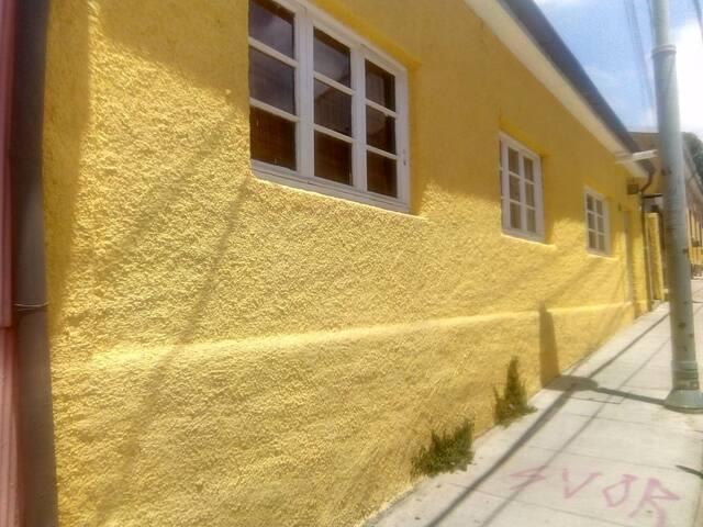 Casa Cerro Alegre buena ubicación. Lugar turístico