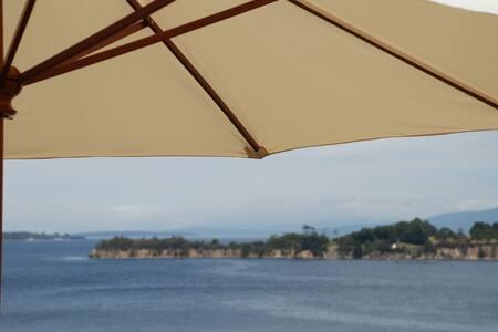 Belle Vue Beautiful View Sunny Retreat!