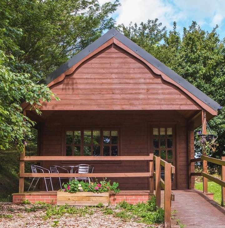 Picturesque log cabin, Louth