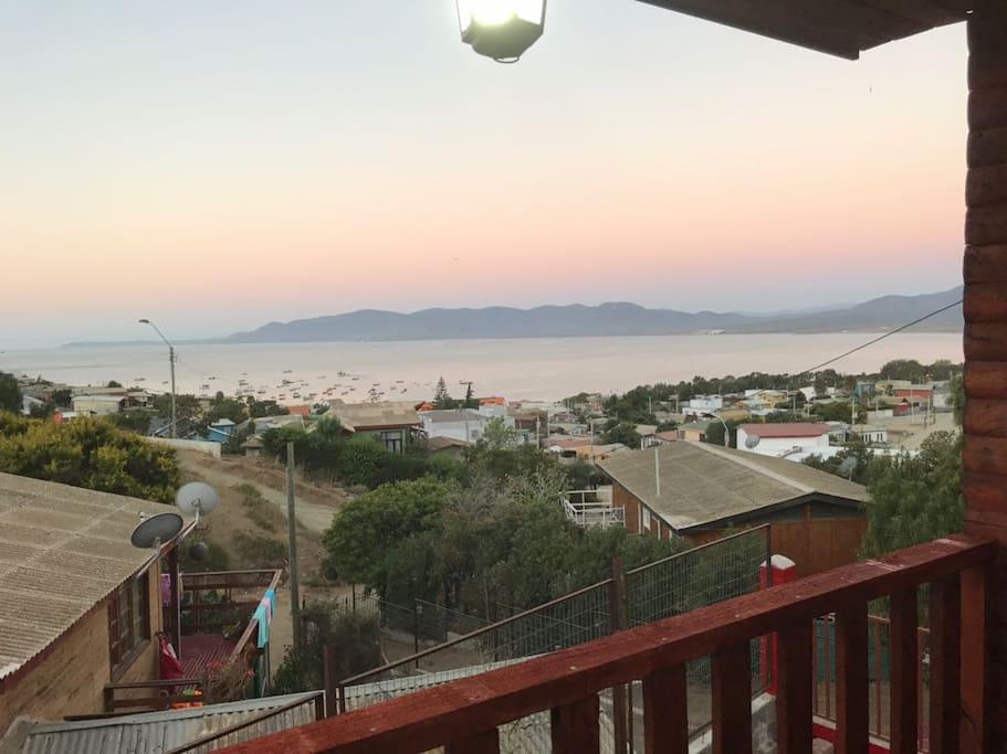 Hermosa vista de la bahía de Guanqueros desde la cabaña