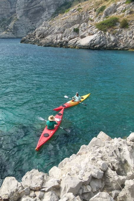 Discover the sea by kayak and snorkeling