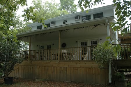 Linnaea Gardens Guest House Unit #4 - Jonesborough - Bed & Breakfast
