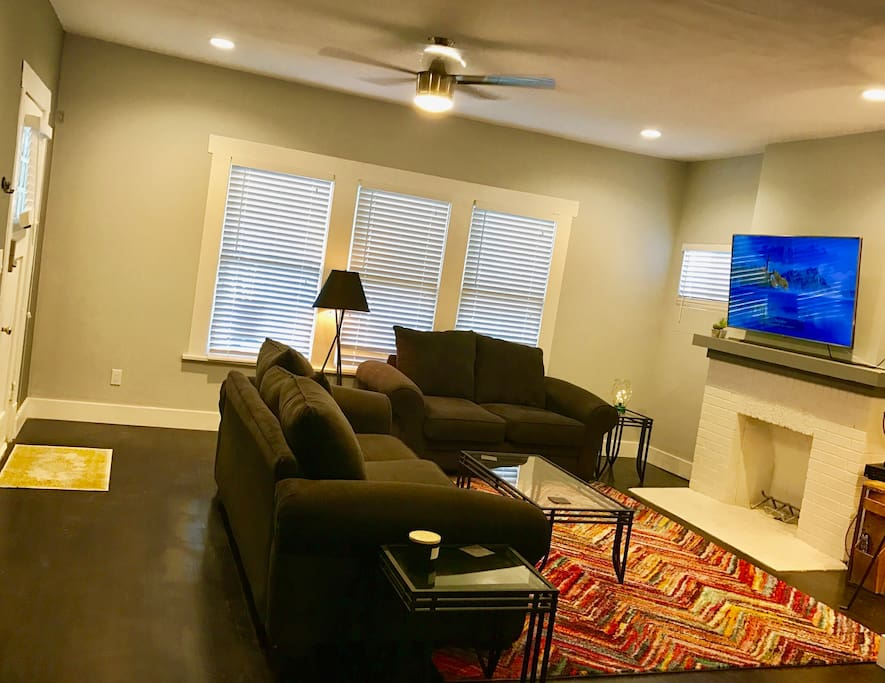 Living room with cable and wifi