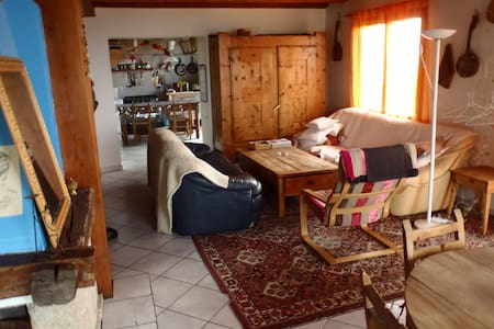 Superbe maison familiale spacieuse - Aiguilles - Dům