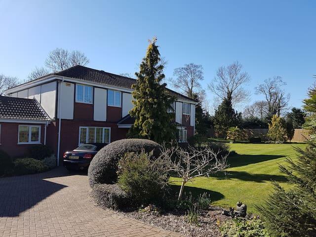 Good size single unsuite room in quiet villlage - Somersham - Huis
