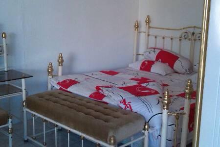Private room in strategic area - Cilacap - Bed & Breakfast