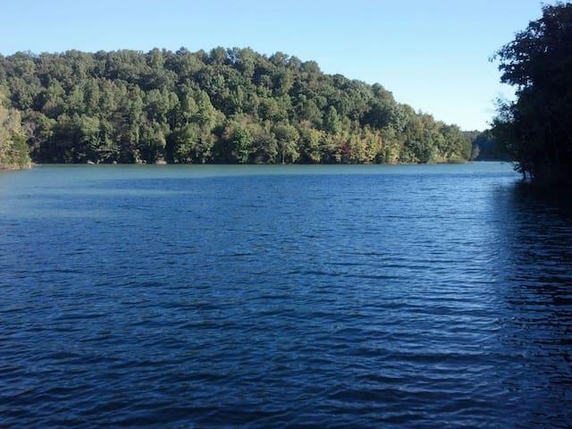 Lake/Dock close to Jack Daniels - Lynchburg - Hus