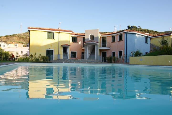 Accogliente trilocale con piscina - La Scalitta - Apartamento