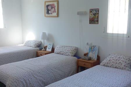 Habitacion triple.(16 )m2. - Guillena