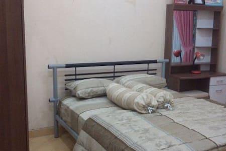 Kamar nyaman, full furnished - Cilacap - Bed & Breakfast