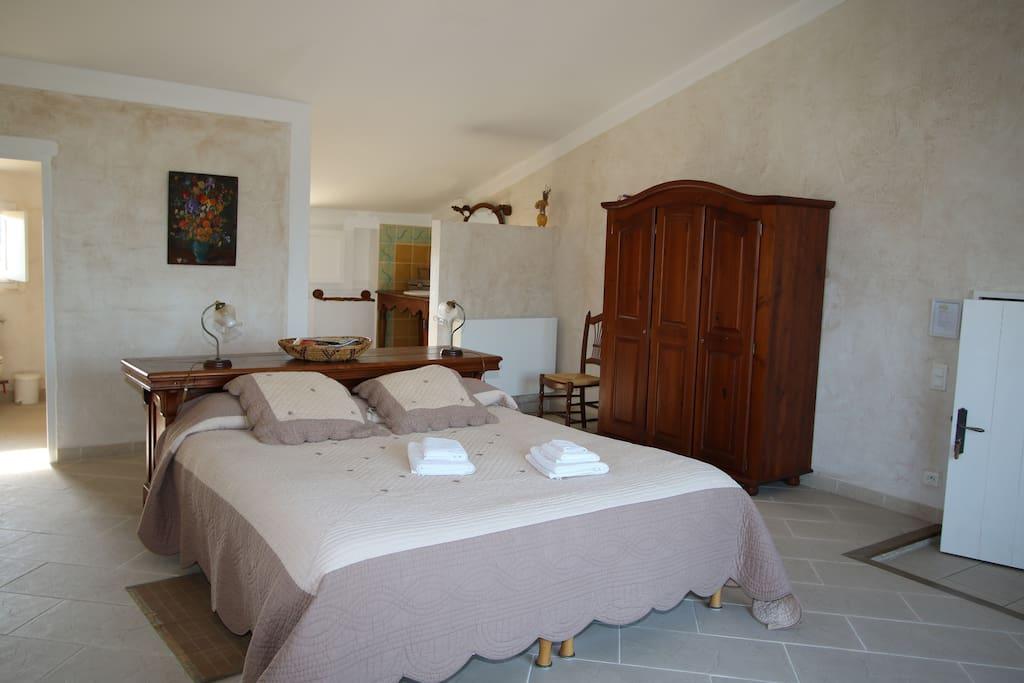 Le loft chambres d 39 h tes louer roussillon provence - Chambre d hotes roussillon vaucluse ...