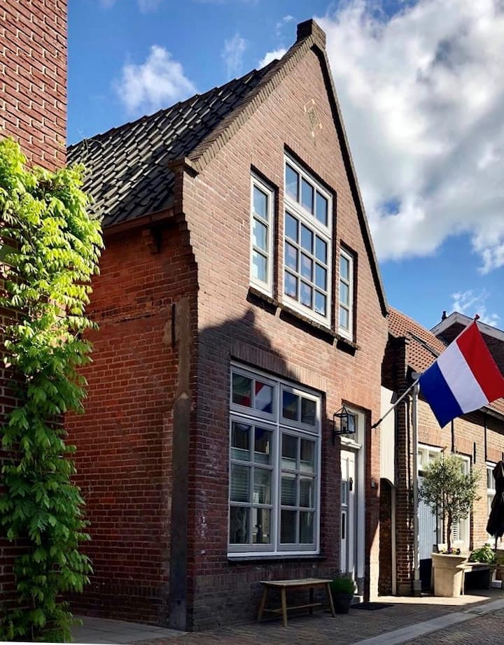 Beautiful authentic house in the center of Leerdam