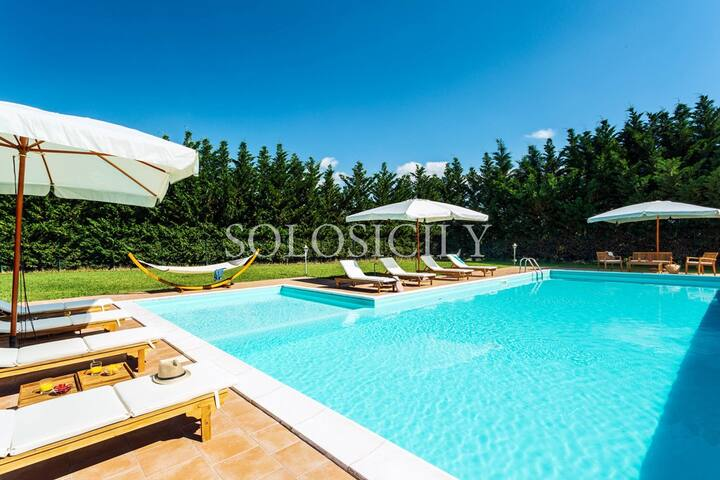 Countryside Villa with Pool, Perfect for Families