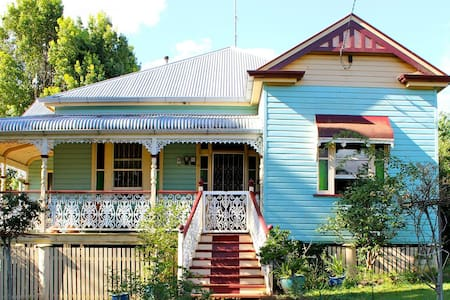 """Woodmansea"" Historical House - East Toowoomba"