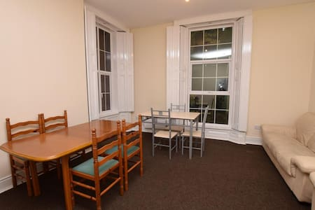 Large Holiday House, Sleeps 18 (11 Bedrooms) - Rochdale
