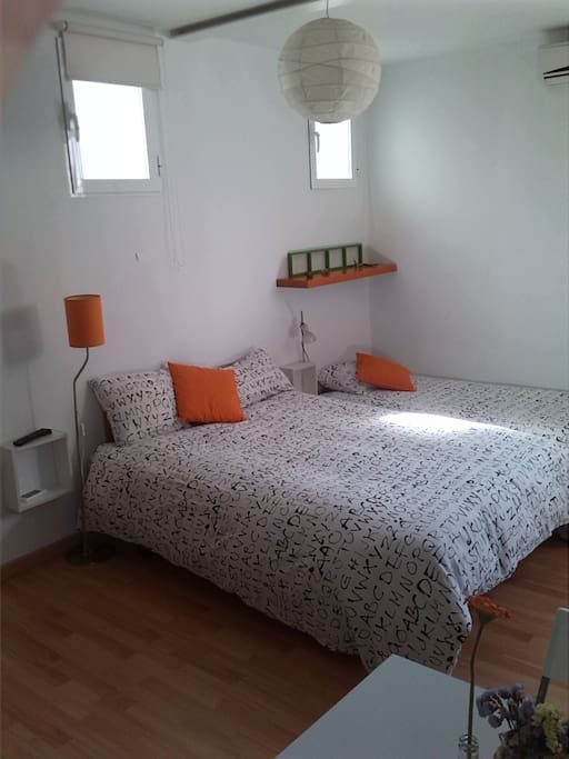 Available to the studio for 3 people  Estudio para 3 personas