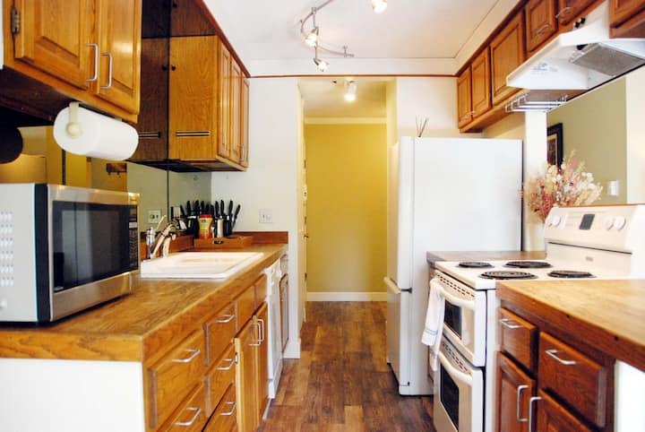Heart of Downtown Bellevue Spacious 2BD - 5 Stars!