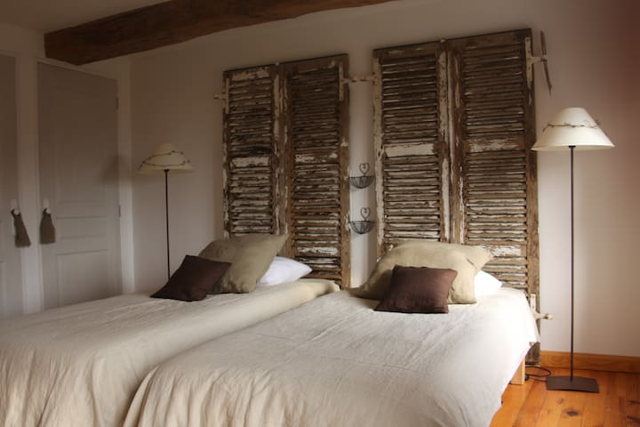 Ribeaufontaine:Chambre lits jumeaux - Dorengt - Bed & Breakfast