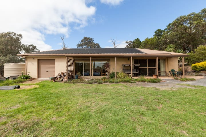 Horsey Haven on Hillcrest - Warrandyte South - Villa