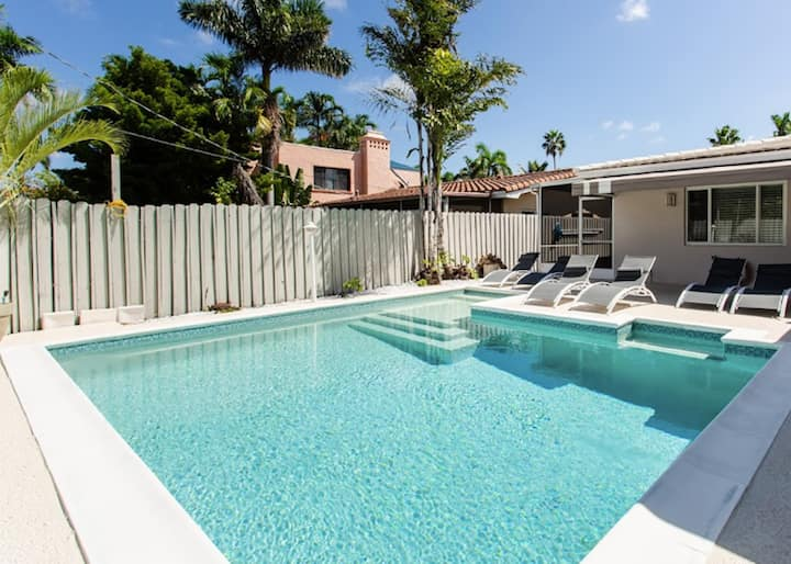 Luxury 4BR WALK 5 Minutes to Hollywood Beach