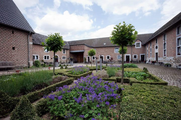 8 pers.Beautiful appartment in an old farm - Visé - Appartement