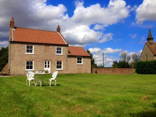 Six bedroom Yorkshire farmhouse - York - Talo