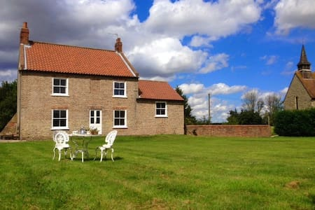 Six bedroom Yorkshire farmhouse - York - Casa