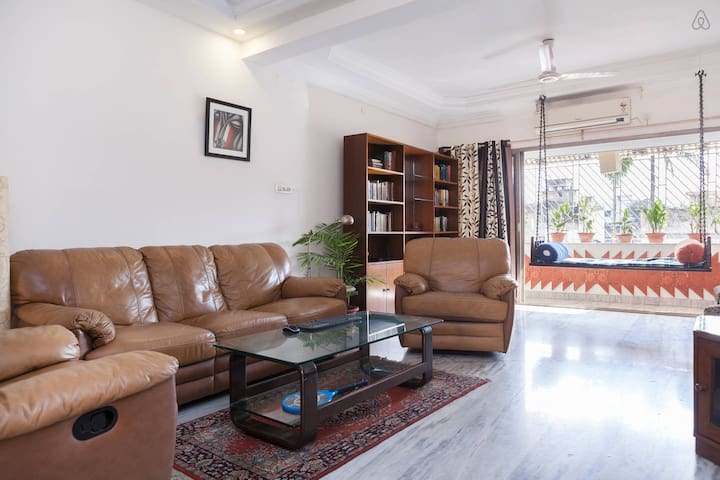Spacious, quiet and breezy home in Ballygunge