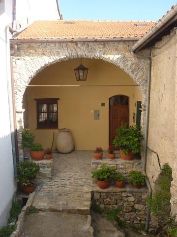Romantisches Haus - Torria - Casa
