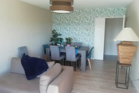 Chambre privée dans appartement avec vue à Trévoux