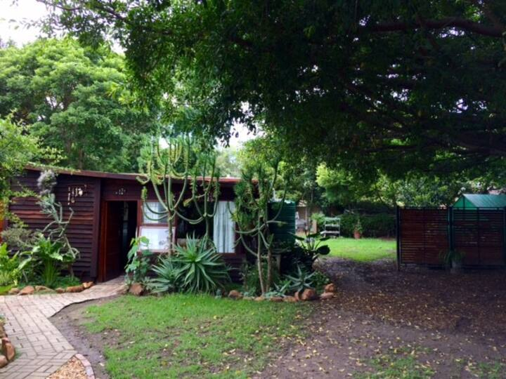 Private Garden Cottage in centre town