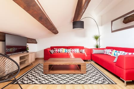Stylish Central 3 bed flat+PARKING