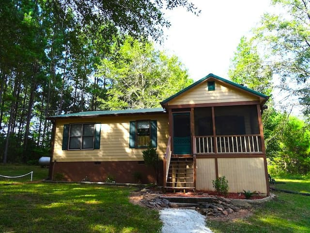 Charming 2BR Cabin Near Callaway! - Pine Mountain - Ev