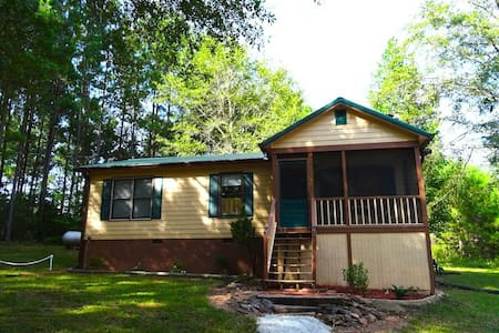 Charming 2BR Cabin Near Callaway! - Pine Mountain - 獨棟