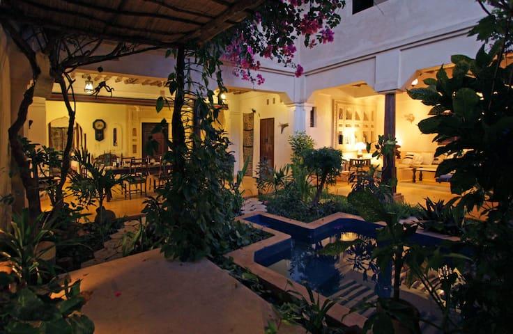 Waridi House