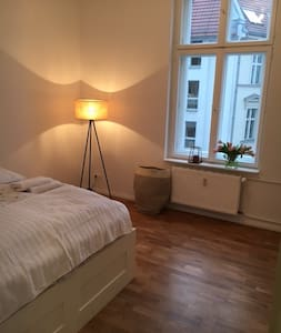 Beautiful, clean, central apartment - Berlin - Apartment