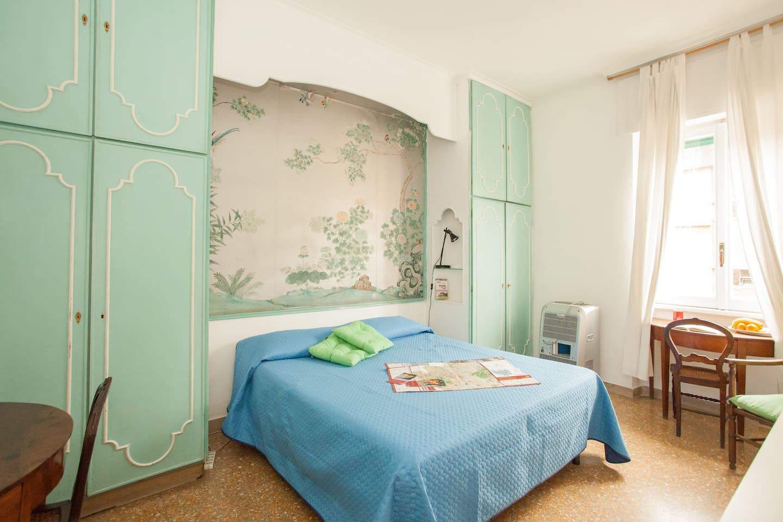 The room IRIS, Sixty decor