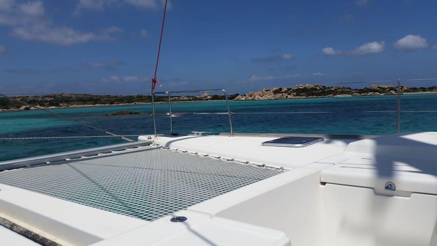 navighiamo in catamarano al fine settimana - Poltu Quatu - Barco