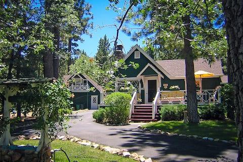 Romantic Retreat, Close to Village and Lake