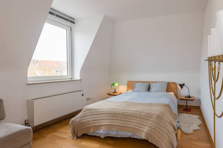 Double bed room in 120qm loft with roof terrace - München - Loft