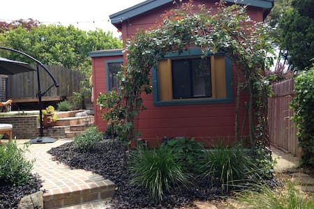 Charming Garden Cottage in North Berkeley. - Kensington - Bungalow