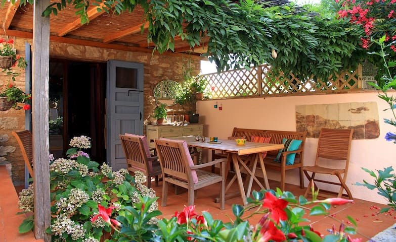 Cozy Cottage in Tuscany 20km from Siena - sleeps 4 - Sovicille - Huis