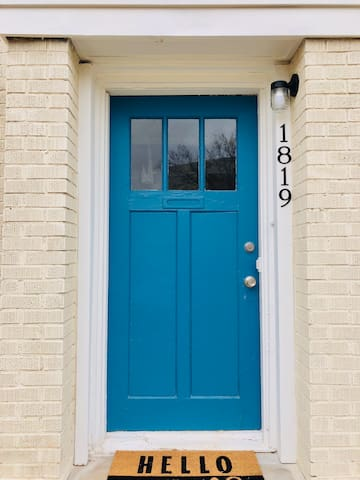 Blue Door B&B 1 - Walk to Plaza & Near Uptown