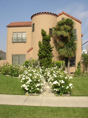 §BEST WEHO 2BR DUPLEX WITH PRIVATE YARD & PARKING§
